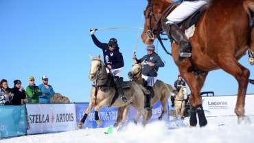 Polo en el cerro Perito Moreno